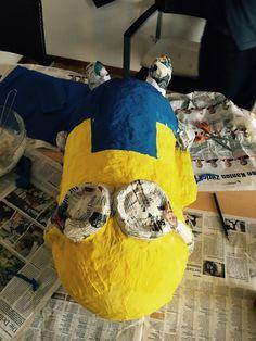 Du brauchst:  *Luftballon  *alte Zeitungen (in kleine Stückezerkleinert)  *Kleister  *weisses Papier (ebenfalls kleine Stücke)  *Klebeband ...