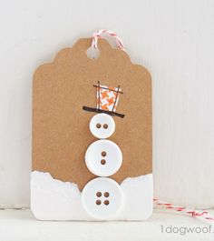 Button Snowman gift tag. www.1dogwoof.com