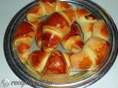 A legjobb Lekváros kifli recept fotóval egyenesen a Receptneked.hu gyűjteményéből. Küldte: cat983 Ring Cake, Hot Dog Buns, Scones, Cake Recipes, Sausage, Deserts, Muffin, Peach, Bread