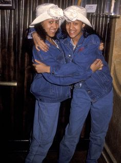Throwing It Way Back: The Most Amazing Photos of Your Favorite Celebs Sisters Tv Show, Tia And Tamera Mowry, Jonathan Taylor Thomas, 90s Inspired Outfits, Freddie Prinze, Melissa Joan Hart, Black Relationship Goals, Vintage Black Glamour