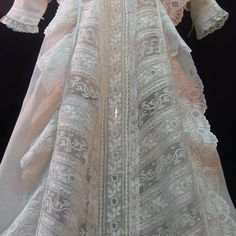 Rich embroidered Valenciennes lace christening gown This overwhelming christening gown is a real marvel demonstrating. Lace Christening Gowns, Christening Outfit, Baptism Dress, Baby Christening, Antique Lace, Vintage Lace, Bordado Popular, Vintage Dresses, Vintage Outfits