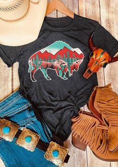 Cute Cowgirl Outfits, Western Outfits Women, Cute Outfits, Trendy Outfits, Summer Outfits, Country Shirts, Western Shirts, Western Wear, Western Style