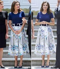 Queen Letizia of Spain Fashion Idol, Queen Fashion, Royal Fashion, Luxury Fashion, Fashion Outfits, Dress Outfits, Princess Of Spain, Royal Princess, Spain Fashion