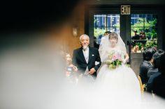 BAYSIDE GEIHINKAN VERANDAで結婚式 | ウェディングフォトブログ by kuppography Crazy Wedding, Wedding Images, Photo Poses, Wedding Dresses, Weddings, Fashion, Bodas, Alon Livne Wedding Dresses, Fashion Styles