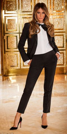 Now that looks like a First Lady! Melania Trump - a real lady for the White House. we'll be able to feel proud of our President and First Lady again. Trump Melania, Melania Trump Pictures, First Lady Melania Trump, Traje Casual, First Ladies, Trump Photo, Malania Trump, Donald And Melania, Elegantes Outfit