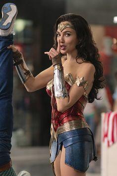 Wonder Woman Art, Wonder Woman Movie, Gal Gadot Wonder Woman, Wonder Woman Cosplay, Superman Wonder Woman, Marvel Girls, Marvel Dc, Beautiful Celebrities, Beautiful Actresses