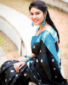 Beautiful Saree, Beautiful Indian Actress, Madhuri Dixit Hot, Snake Girl, Tamil Girls, Beautiful Girl Image, Prom Dresses, Formal Dresses, Indian Beauty Saree