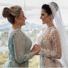 Mãe e filha! Lindas . . . . . Via @brunellarioseleosimoes #casamentodossonhos #love #instagood #casamento #noiva #noivas #makeup  #vestidodenoiva #weddingdress #repost #wedding #ido #inspiracao #glamour #bride #vestidodenoiva #penteado #decor #decoracao  #flores #unhas #salto #sonho #fiqueinoiva #moda #vireinoiva #meucasamento #felicidade #noivos #amor