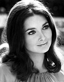 Another one of Suzanne Pleshette from 1969. I've never seen her with long hair before, and it looks amazing on her. I saw an ad for a TV airing of Rome Adventure ('62), then I realized I didn't have Miss Pleshette on on this board! Now my error has been corrected- Cory.