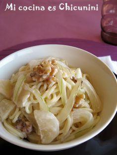 Mi cocina es Chicunini: Espaguetis/spaghettis con salsa de peras y nueces