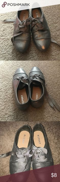 Report flats silver Rarely worn Report silver shoes. Size 9 great condition Report Shoes Flats & Loafers