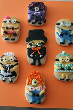 Can't wait to see the new despicable me movie, these cookies were inspired in the 2nd, movie.  Time to dress up some minions cookies, Despicable me 2, minion ccokies www.milgrageas.blogspot.com