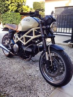 Ducati Monster retro custom by Simone de Ranieri from Pisa Italy