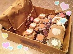 Pacco natalizio con marmellate e spezie bio e sacchettini profumati realizzati a mano