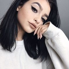 """""""I'm Kelsey and I'm 18, and single I guess. To be honest, I'm kind of a bitch, so don't be surprised when I act like it. Intro?"""""""