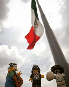 Hoy gana México!! @beny_ar dylpt #mexico #fifaworldcup #stormtrooper #starwars #starwarspics #football #worldcup #starwars #sports #toyartistry_lego #photography #toy #gamer #toypic #rusia2018 #toyartistry #toyphoto #lego #gol #greenlife #legostarwars #legoinstagram #photooftheday #legominifigures #nerd #afol #legophotography #afolcommunity #seleccionmexicana #legoworld #verde