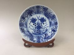 18th Century Chinese Blue and White Plate / Dish with Floral Pattern