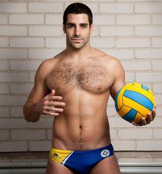 Marc Minguell est né en janvier 1985. Il est Espagnol et est un joueur de water polo professionnel.