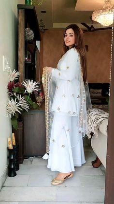 Party Wear Indian Dresses, Designer Party Wear Dresses, Dress Indian Style, Indian Fashion Dresses, Party Dress, Beautiful Dress Designs, Stylish Dress Designs, Beautiful Saree, Simple Pakistani Dresses
