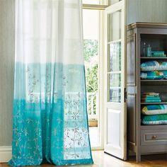 Visillo bordado en degradé en turquesa - Villalba Interiorismo