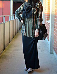 Des converses avec une jupe longue ? Cette jeune fille a osé, et ça passe très bien !