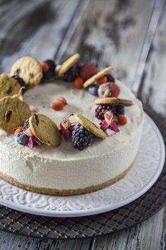 Torta fredda ricotta e frutti rossi: Se cerchi una bella torta ricca di #frutta e diversa dal solito, l'hai trovata: prova la mia #tortafredda di #ricotta e #fruttirossi!
