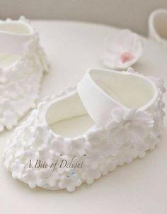 New Baby Shoes Cake Christening Ideas Fondant Baby Shoes, Fondant Cupcakes, Fun Cupcakes, Fondant Bow, Fondant Flowers, Christening Cake Girls, American Girl Doll Shoes, Baby Girl Cakes, Cake Baby
