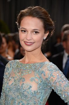 Alicia Vikander Photos: Red Carpet Arrivals at the Oscars