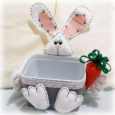 Easter bunny basket. Pote de sorvete decorado com coelho da páscoa. Adorei a ideia. Segui o seguinte tutorial: http://www.youtube.com/watch?v=PLsL7hYFWvA