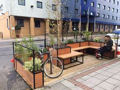 Ealing On-Street Parklets Outdoor Cafe, Outdoor Restaurant, Outdoor Seating, Architecture Details, Landscape Architecture, Landscape Design, Urban Furniture, Street Furniture, New Urbanism