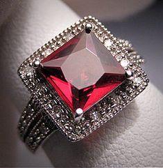 Vintage Garnet Diamond Ring