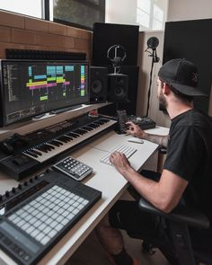 Discover recipes, home ideas, style inspiration and other ideas to try. Home Recording Studio Setup, Home Studio Setup, Music Studio Room, Audio Studio, Studio Desk, Home Office Setup, Film Studio, Dream Studio, Desk Setup