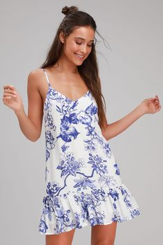 The Lulus Garden Bloom Blue and White Floral Print Ruffled Shift Dress is like a breath of fresh air for your wardrobe! Blue and white floral print shift dress. Cute White Dress, White Sundress, Blue And White Dress, Cute Sundresses, Sundresses Women, White Dresses For Women, Little White Dresses, White Outfits, Junior Dresses