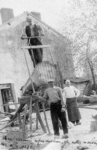 singular standard recommendations on simple methods in Cool Beginner Woodworking Videos Antique Tools, Old Tools, Vintage Tools, Woodworking Toys, Woodworking Projects, Green Woodworking, Lathe Projects, Easy Wood Projects, Wood Plans