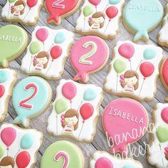 Birthday cookies to match the cutest invitation ever!!! #balloons #birthday #toocutetoeat #decoratedcookies #customcookies #sugarcookies #bananabakery