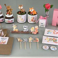 Personalizados diversos festa Bosque #festabosque #mommypersonalizados Fox Party, First Birthday Decorations, Baby Shower, Animal Birthday, Woodland Party, Wild Ones, Woodland Animals, Felt Crafts, Biscuit