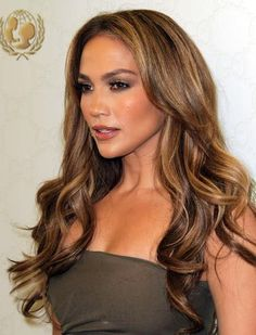 Jennifer Lopez Hair Color: How to Get J.Lo's Hair - If you've always admired her hair, this is the perfect opportunity to learn how you too can achieve Jennifer Lopez hair color and rock it with confidence. Jennifer Lopez Hair Color, Jennifer Lopez Makeup, Long Layered Hair, Layered Hairstyle, Gorgeous Hair, Beautiful, Hair Color And Cut, Hair Highlights, Dark Hair With Caramel Highlights