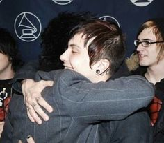 Frank hugging billie joe armstrong, who he says was an inspiration for him to start playing guitar