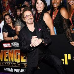 ✌️ NEW PHOTO ✌️  #RobertDowneyJr and cast Première #InfinityWar ✌️  Crediti foto : Robert Downey Jr Army  Passate dal nostro gruppo : https://www.facebook.com/groups/907125109438778/  Instagram : https://www.instagram.com/robert.downey.jr.italy/  -Stark-