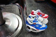 """Tre sneaker running che, come tutte le scarpe sportive di quel periodo, erano molto costruite e dotate di una suola tecnologica e ben strutturata, con chiare influenze del mondo """"cross training"""" soprattutto nelle 580 e nelle 999. La 1600 è invece l'update della mitica 1500, prima scarpa running a costare 150 $ nel 1989, 300.000 lire per intenderci, che a fine anni '80 la resero la più esclusiva e ambita running shoe al mondo.  #newbalance #barbershop #awlab"""