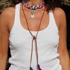 Collar hecho a mano, con nudos, piedra turquesa y moneda antigua  #collaresespeciales #macrame #collarturquesa #bohofashion #handmade