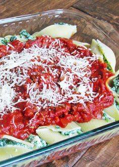 Do you have picky eaters?! Skinny Mom's healthy Italian Spinach Stuffed Shells With Meat Sauce, is perfect! Repin and save for when your craving a hearty yet healthy Italian meal!