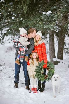 Have A Snow Day - Creative Holiday Card Ideas - Photos Winter Family Pictures, Christmas Pictures Outfits, Snow Pictures, Holiday Pictures, Rustic Family Pictures, Family Pics, Family Picture Poses, Family Picture Outfits, Family Posing