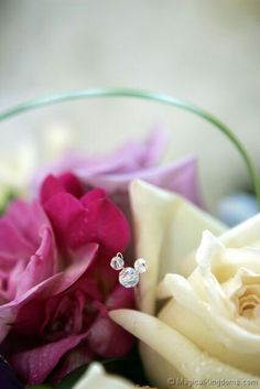 Hidden Mickey Bouquet...this is an adorable idea for us Disney fans!  :)