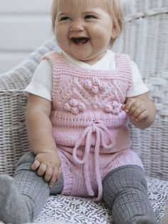 New Baby Knitting Patterns Free for To make things easy we have compiled all the latest free knitting patterns for babies and toddlers in the one post, find everything you need easily! Easy Blanket Knitting Patterns, Easy Knit Baby Blanket, Baby Sweater Knitting Pattern, Christmas Knitting Patterns, Free Knitting, Baby Tights, Baby Pants, Free Baby Stuff, Baby Sweaters