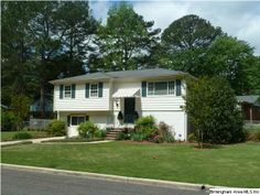 Such a spacious home and move in ready in Irondale! #bham #restarz #homesforsale