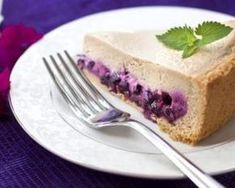 Gâteau au fromage blanc 0% et aux myrtilles à moins de 100 calories par personne : http://www.fourchette-et-bikini.fr/recettes/recettes-minceur/gateau-au-fromage-blanc-0-et-aux-myrtilles-moins-de-100-calories-par