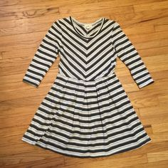HOST PICK Anthropologie Puella dress gray/wht- Sm Anthropologie Puella striped dress gray/wht- Small. Armpit to armpit - 17 inches. Length - 33.5 inches. Excellent condition. Anthropologie Dresses
