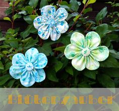 Passend für jede Jahreszeit – genähte Blumen. Die blühen nämlich das ganze Jahr über :) Wie man diese tollen Blumen näht, könnt ihr euch bei mir im Blog anschauen. Auch gut für Nähanfänger geeignet :} Viel Spaß! http://erdbaerchi.blogspot.de/2013/07/anleitung-fur-eine-stoffblume.html#more ...