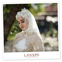 Simple elegant with the bride's feature simple eyes makeup and hints of pink lipstick, make this makeup look is clearly gorgeous!  .  #wardrobe #gaunmuslim @laksmiislamicbrides by @laksmi_nungki   #headpiece @g.liem   #makeup #hijabstyle @rossy_makeup  #conseptual @byariemasita   #videographer @bocahbaguspictures   #talent @loydchristina12